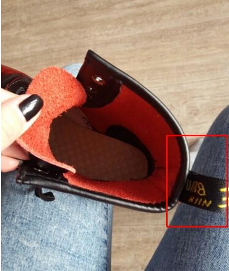 Detalle de las lengüetas de las botas